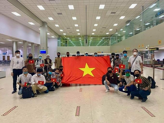 Công dân Việt Nam chuẩn bị về nước tại sân bay Sri Lanka hôm 3/7. Ảnh:Bộ Ngoại giao