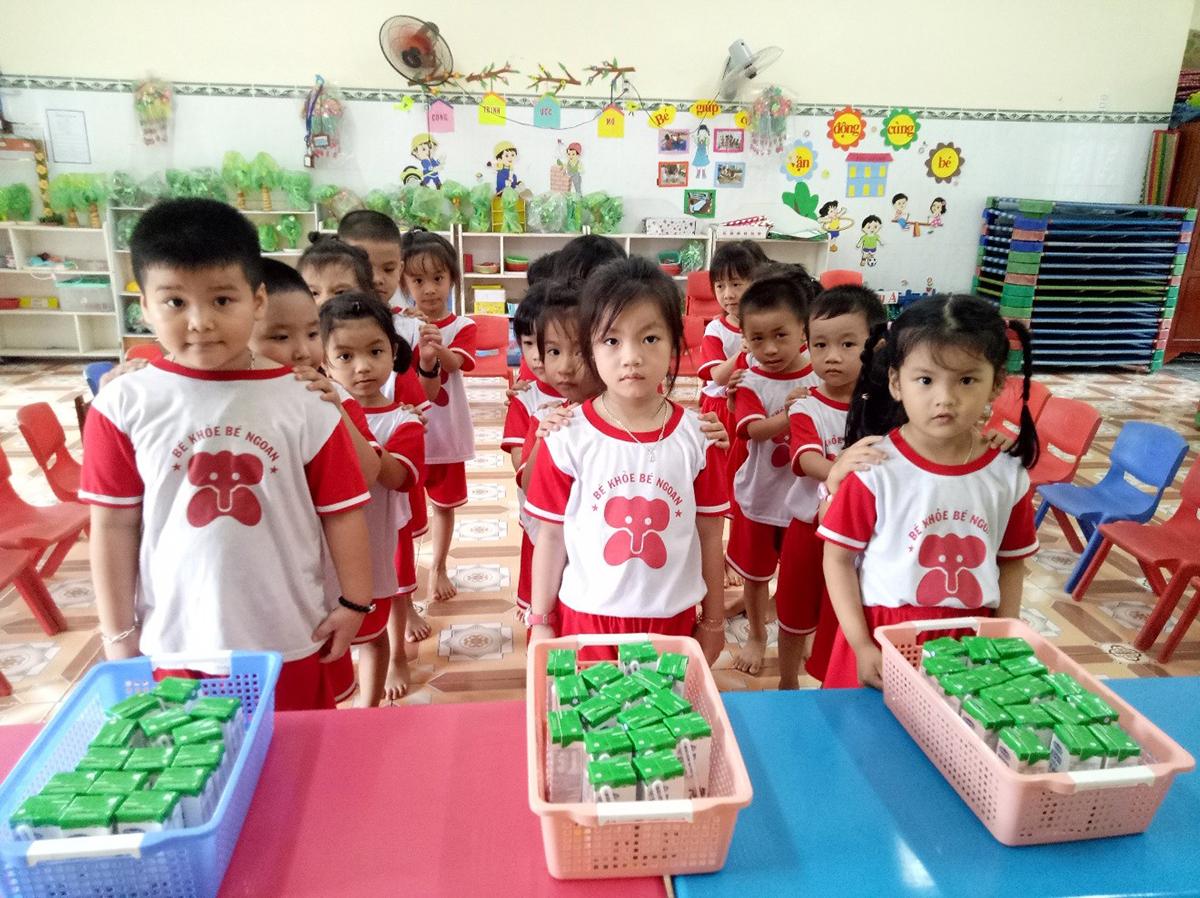 Sữa học đường năng lượng của trẻ thơ