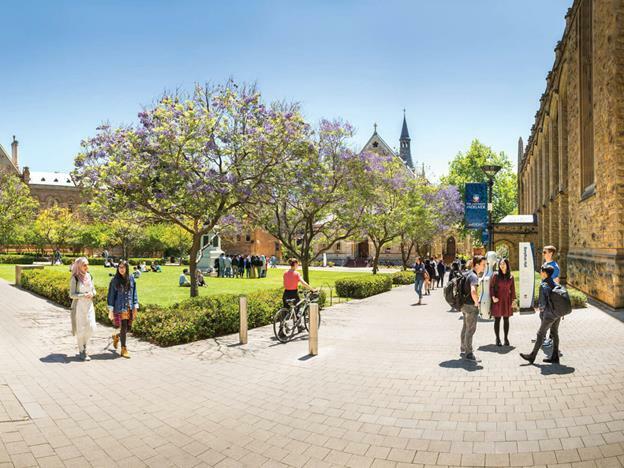 Sinh viên Đại học Adelaide, Australia năng động, hiện đại.