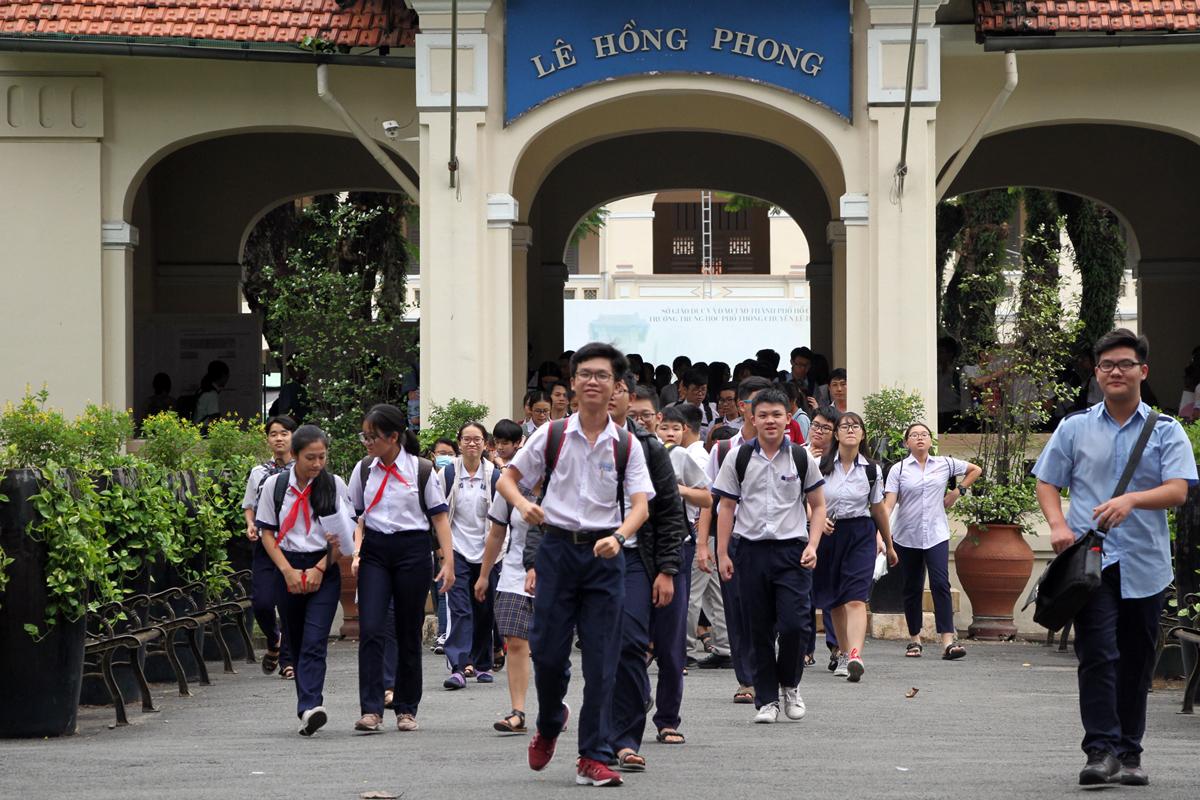 Thí sinh dự thi môn chuyên, kỳ thi tuyển sinh lớp 10 tại TP HCM năm 2018. Ảnh: Mạnh Tùng.