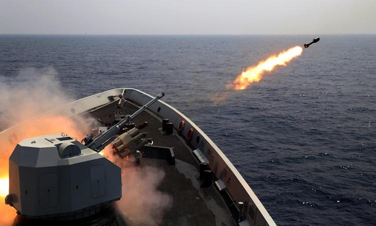 Trung Quốc diễn tập bắn đạn thật phi pháp ở Hoàng Sa năm 2017. Ảnh: Huanqiu.