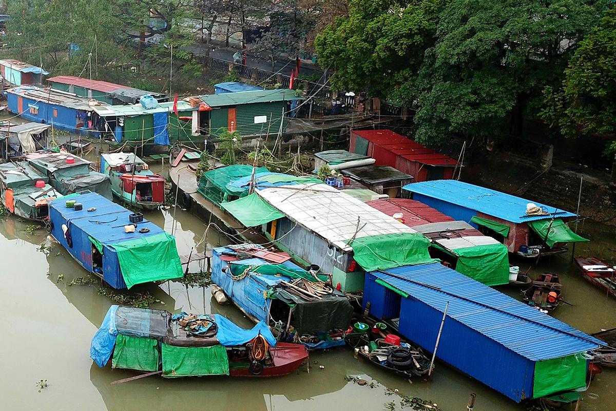 Hết ngày 31/7 tới, xóm chài nghèo trên sông Tam Bạc sẽ được Hải Phòng di chuyển phục vụ dự án chỉnh trang sông Tam Bạc giai đoạn 2 từ cầu Lạc Long cho đến cầu Hoàng Văn Thụ. Ảnh: Giang Chinh