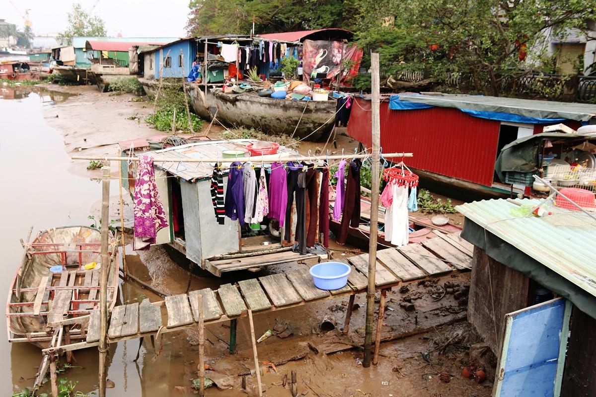 Hiện có 46 hộ với 160 nhân khẩu đang sinh sống tại xóm chài Tam Bạc, trong đó 2/3 số hộ thuộc diện nghèo, không nhà, không đất. Ảnh: Giang Chinh