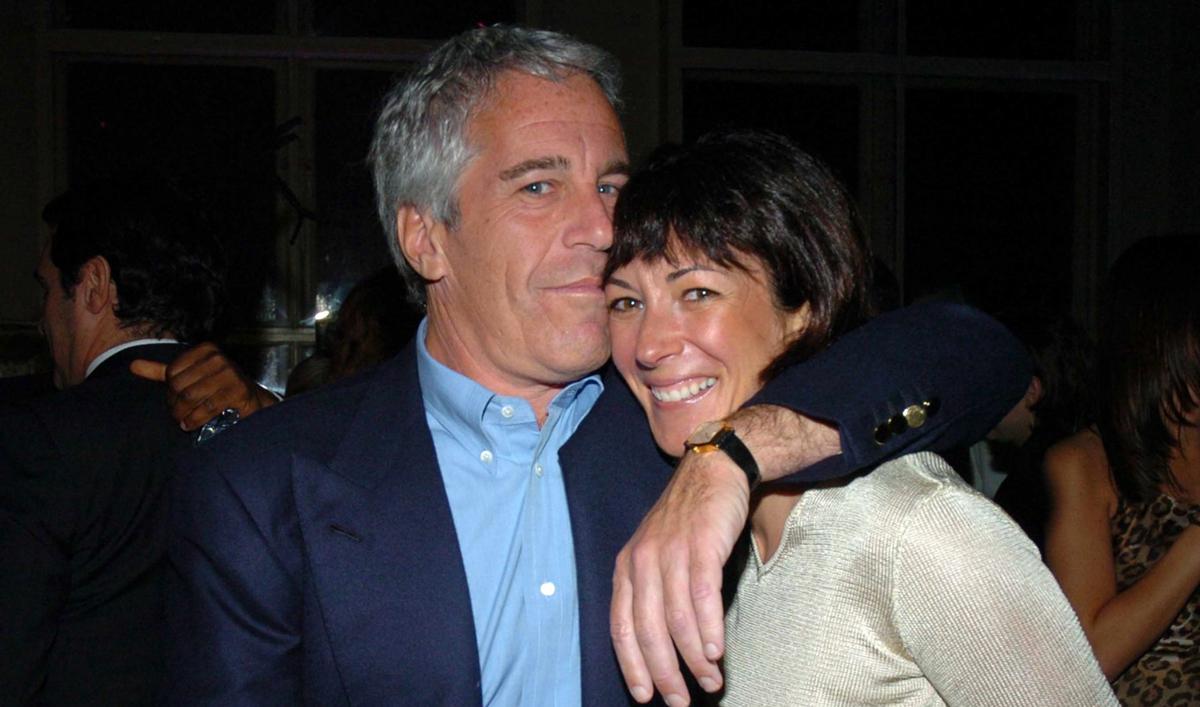 Ghislaine Maxwell (phải) có quan hệ thân thiết với tỷ phú ấu dâm Jeffrey Epstein. Ảnh: Getty.