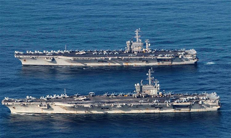Tàu sân bay USS Nimitz (trên) và  USS Ronald Reagan (dưới). Ảnh: Reuters.