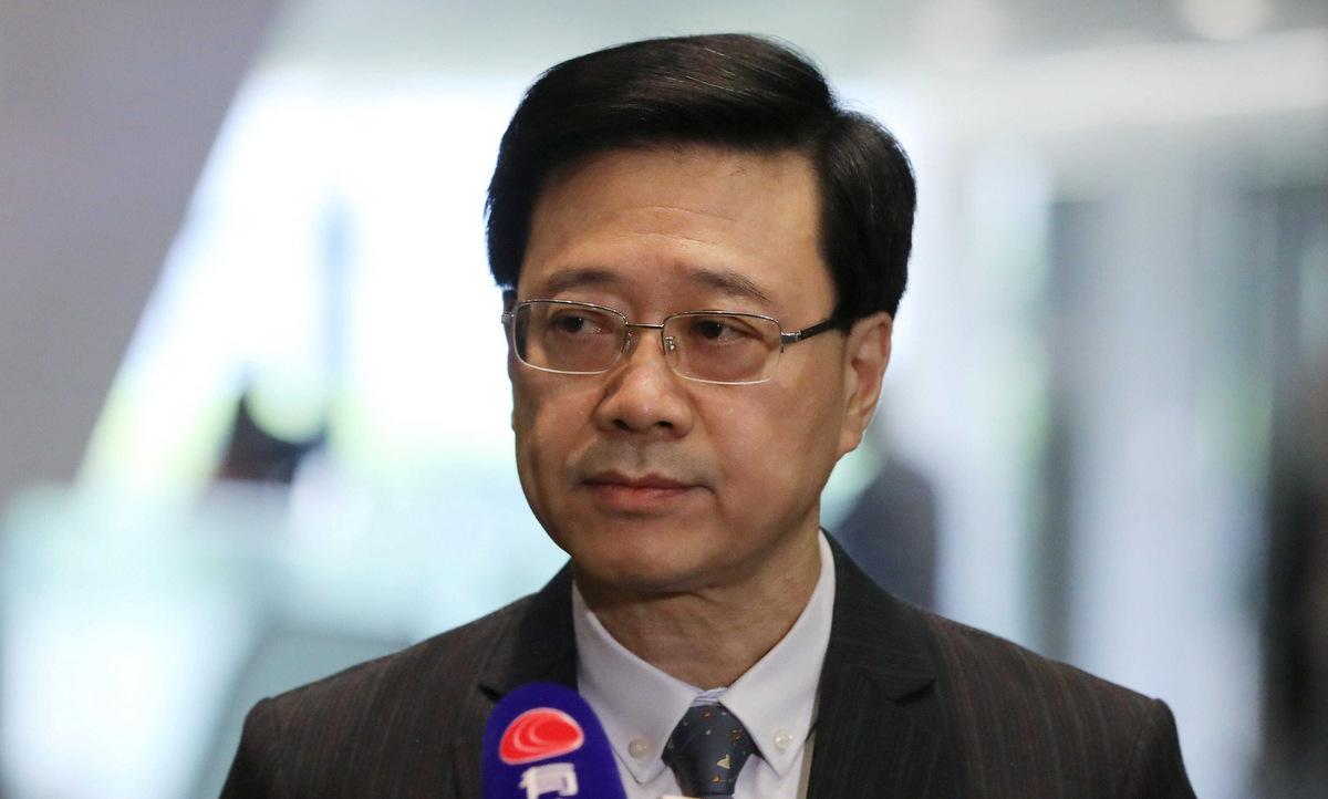 Lãnh đạo cơ quan an ninh Hong Kong Lee trong cuộc họp báo hồi tháng 10/2019. Ảnh:Reuters.