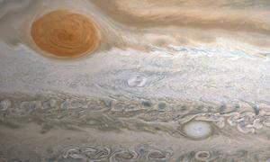 Khối mây hình bầu dục trên sao Mộc