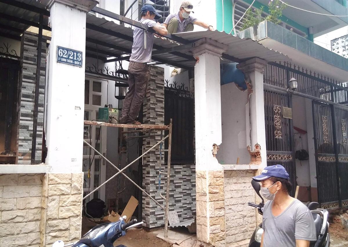 Người dân ở hẻm 62 Lý Chính Thắng hiến đất để thi công mở rộng hẻm hồi tháng 9/2019. Ảnh: Người dân cung cấp.