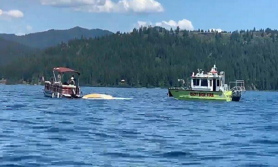 Cơ quan chức năng điều tra tại hiện trường vụ tai nạn trên hồ Coeur dAlene, hạt Kootenai, bang Idaho, Mỹ, hôm 5/7. Ảnh: KXLY.