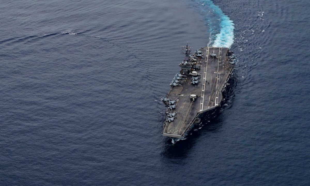 Tàu Ronald Reagan diễn tập trên Biển Đông hôm 4/7. Ảnh: US Navy.