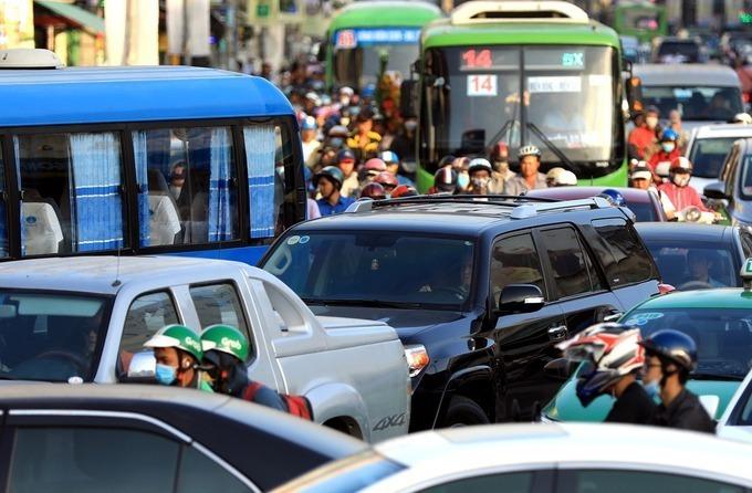 Xe buýt vẫn là loại hình giao thông vận tải hành khách công cộng chủ lực của TP HCM và chỉ đang đáp ứng khoảng 10% nhu cầu đi lại của người dân. Ảnh: Hữu Khoa