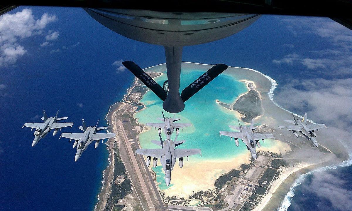 Tiêm kích Mỹ hoạt động phía trên bầu trời đảo Wake. Ảnh: USAF.