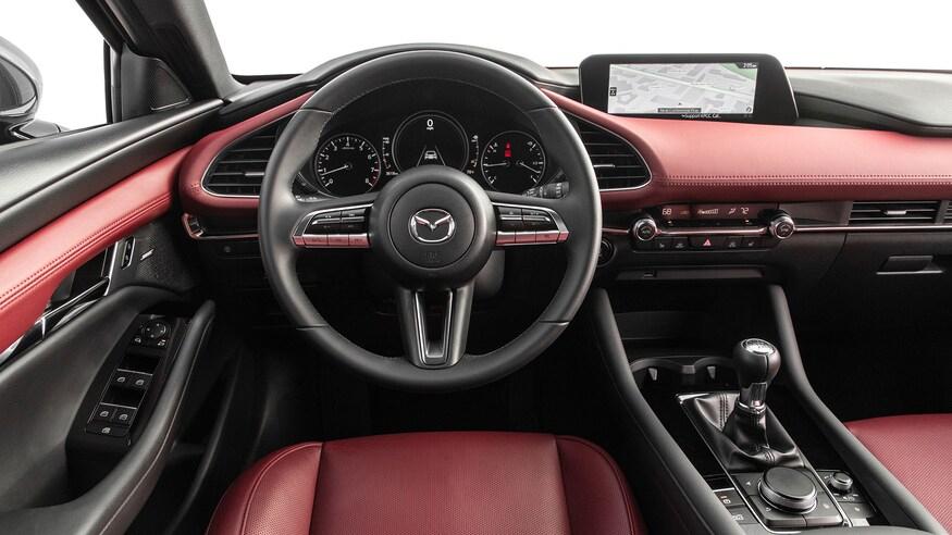 Mẫu xe cỡ C dùng hệ thống âm thanh Bose, vật liệu nội thất đa dạng. Ảnh: Mazda