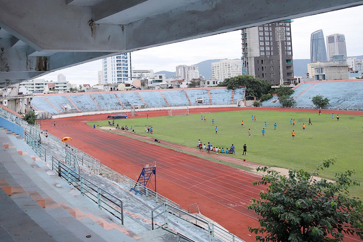 Một góc sân vận động Chi Lăng hiện tại. Ảnh: Nguyễn Đông.