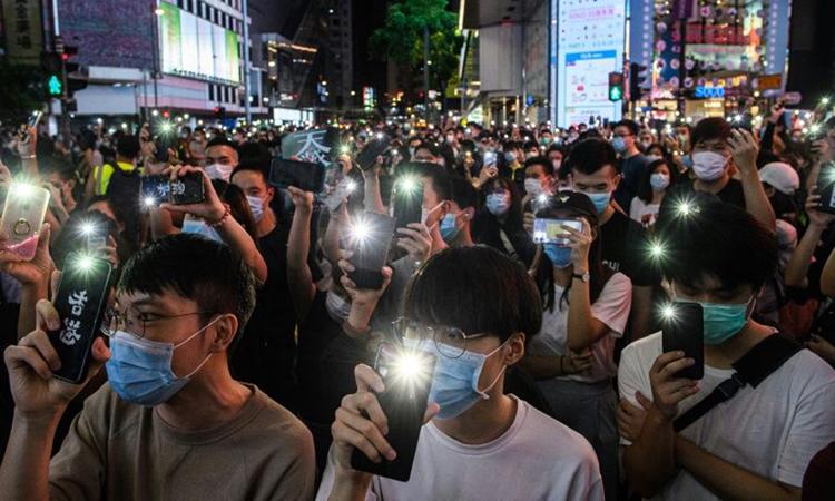 Người Hong Kong biểu tình phản đối luật an ninh hồi tháng 6. Ảnh: AFP.