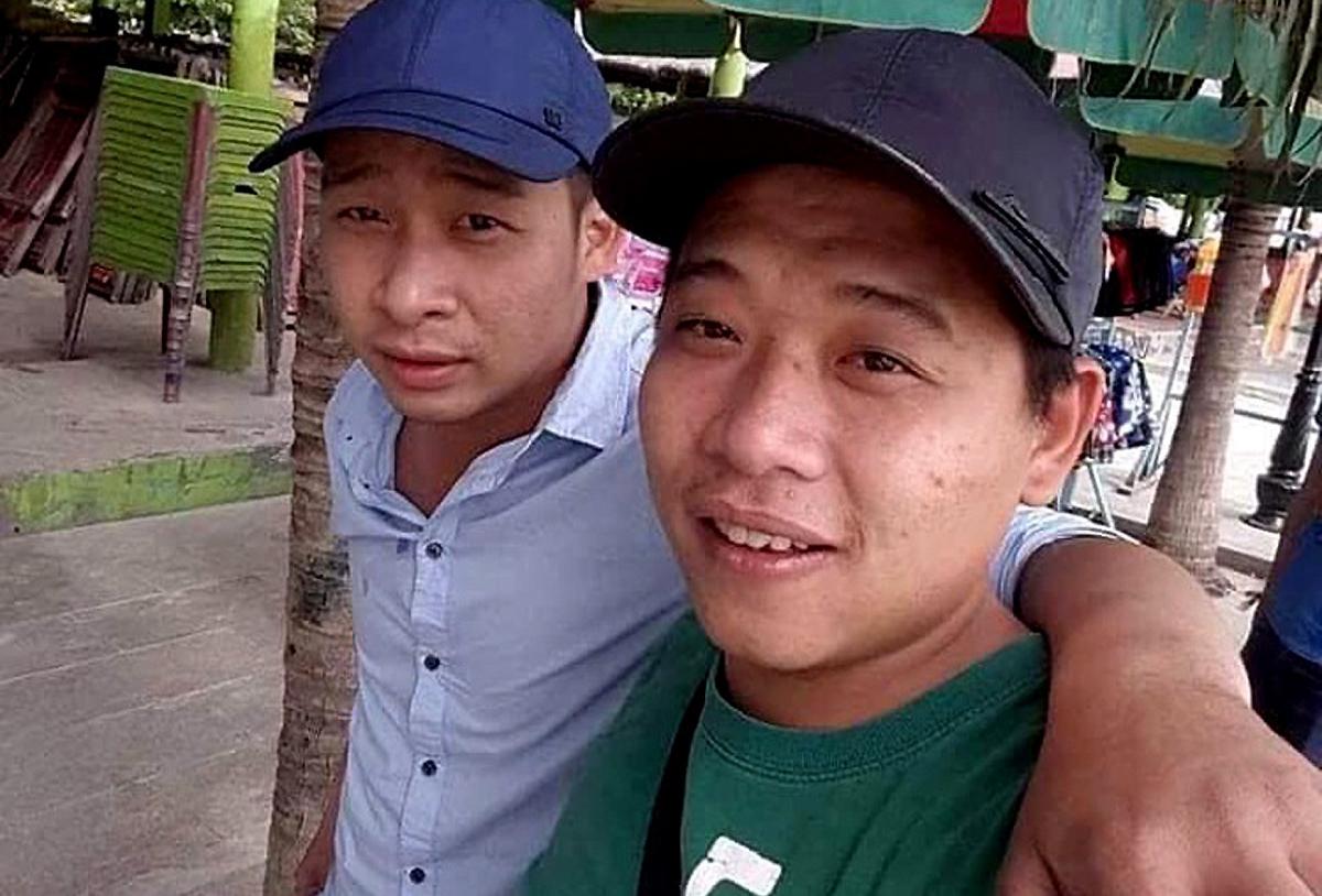 Tuấn Khỉ (trái) và em họ Lê Quốc Minh.