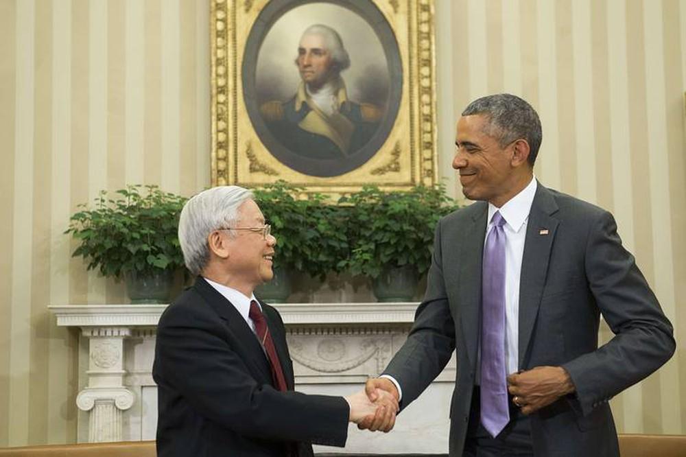 Tổng bí thư Nguyễn Phú Trọng (trái) gặp Tổng thống Obama tại Nhà Trắng tháng 7/2016. Ảnh: AFP.