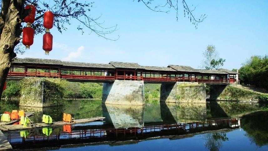 Cầu Thải Hồng tại thị trấn Thanh Hoa, huyện Vụ Nguyên, tỉnh Giang Tây. Ảnh: Baidu.