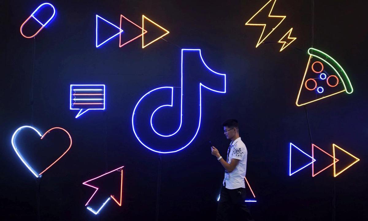 Logo TikTok tại một triển lãm ở Hàng Châu, Trung Quốc, hồi tháng 10/2019. Ảnh: Reuters.