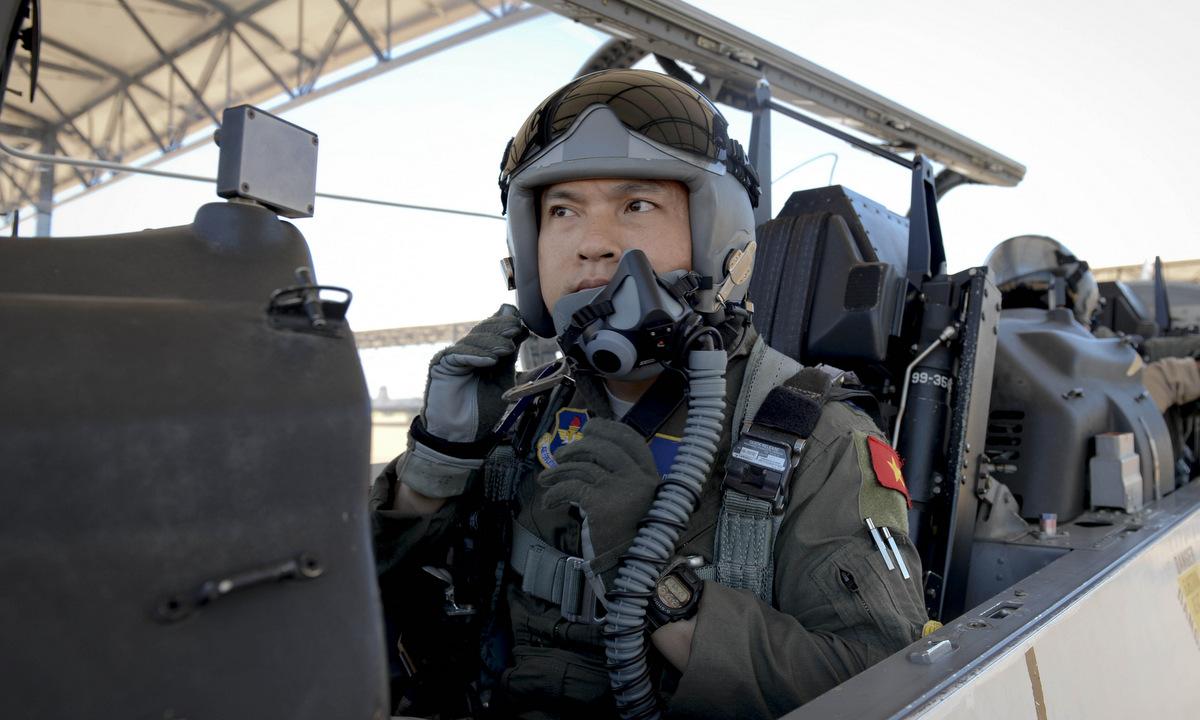 Thượng úy Đặng Đức Toại trong chuyến bay tốt nghiệp ALP hôm 29/5/2019. Ảnh: USAF.