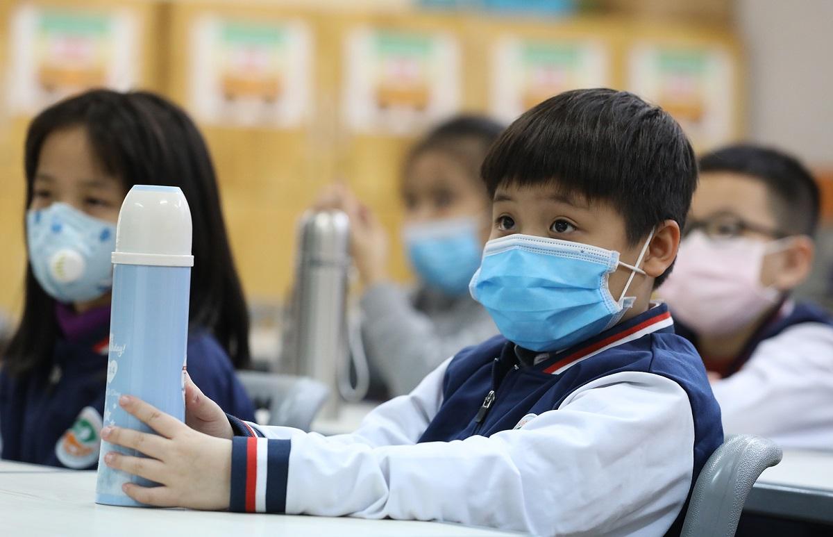 Học sinh trường Ngôi sao Hà Nội đeo khẩu trang trong buổi học ngay sau kỳ nghỉ Tết Nguyên đán. Ảnh: Ngọc Thành.