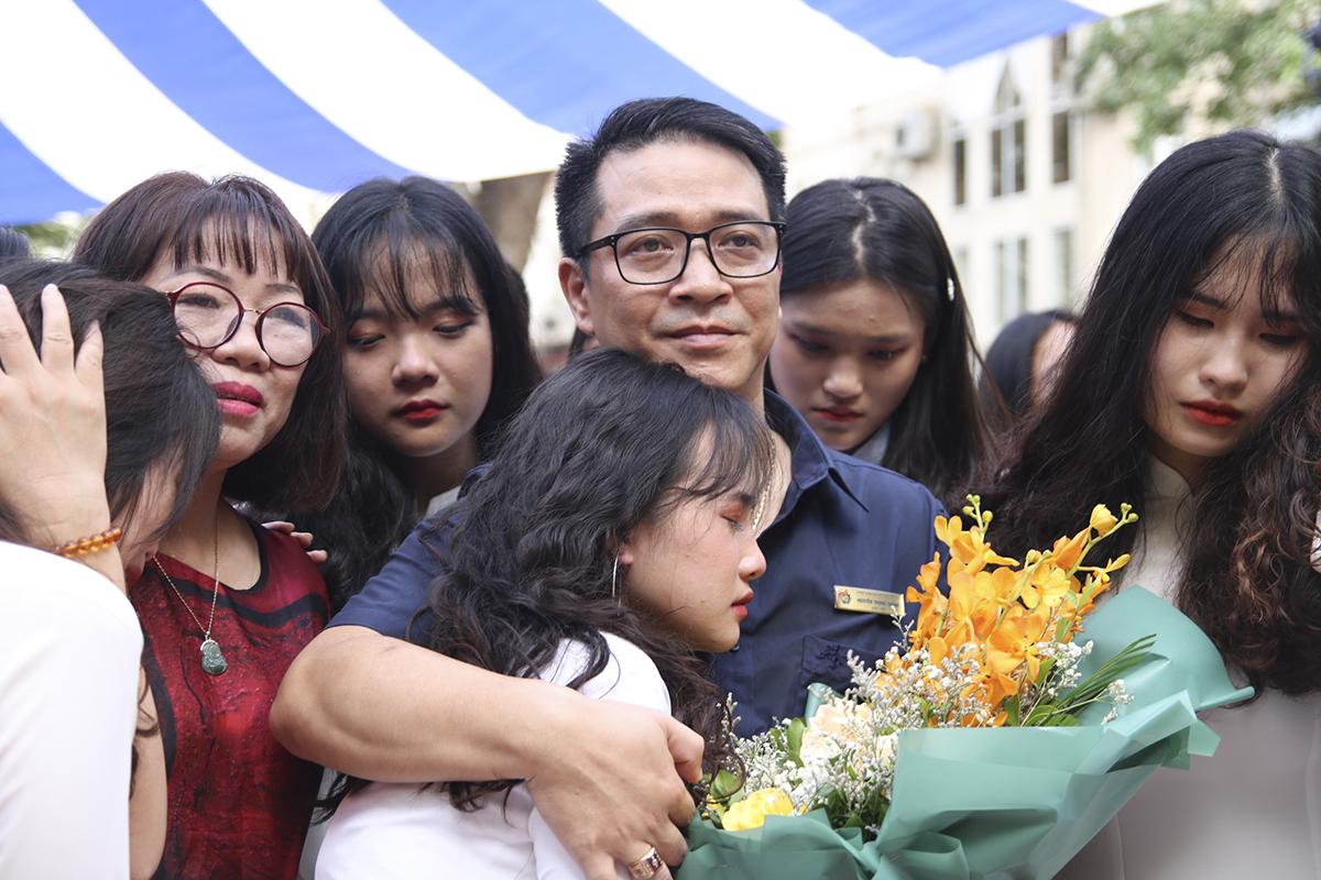 Thầy trò trường THPT Việt Đức trong buổi lễ bế giảng năm học ngày 9/7. Ảnh: Ngọc Cường.