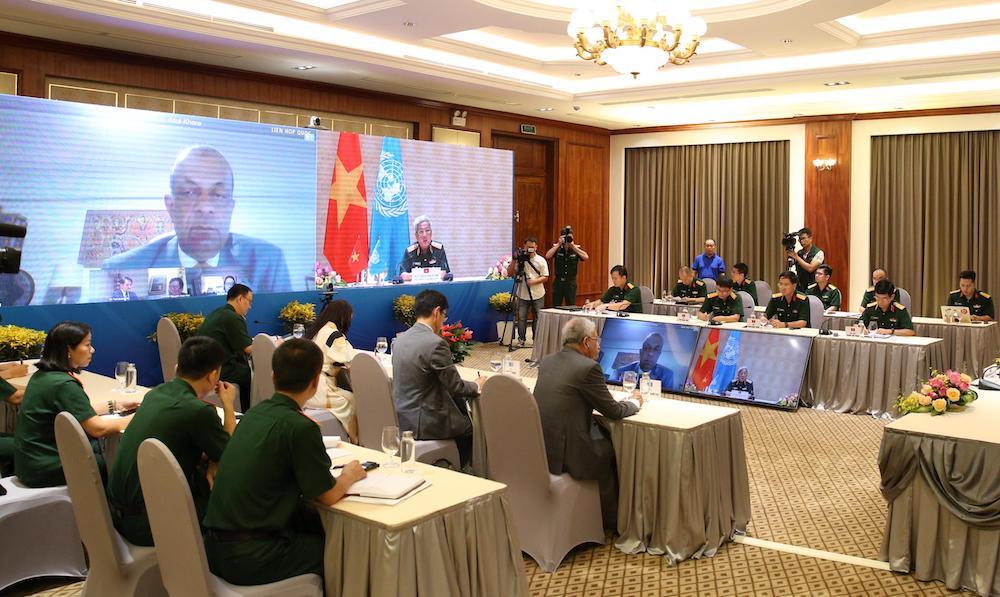 Thượng tướng Nguyễn Chí Vịnh hội đàm trực tuyến với Phó Tổng thư ký Liên hợp quốc Atul Khare, sáng 10/7. Ảnh: HT