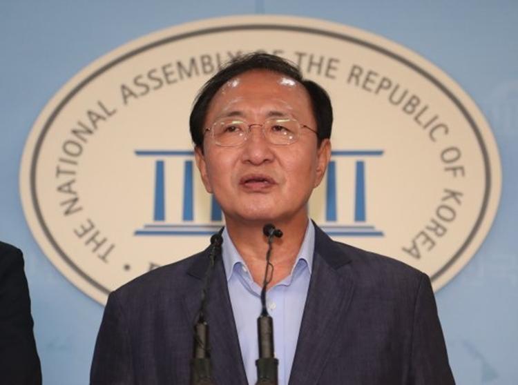 Nghị sĩ Roh Hoe-chan ở Seoul năm 2017. Ảnh: Yonhap.