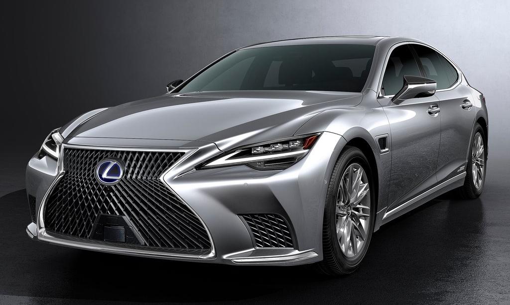 LS 2021 thay đổi ở thiết kế đèn pha và hốc hút gió. Ảnh: Lexus