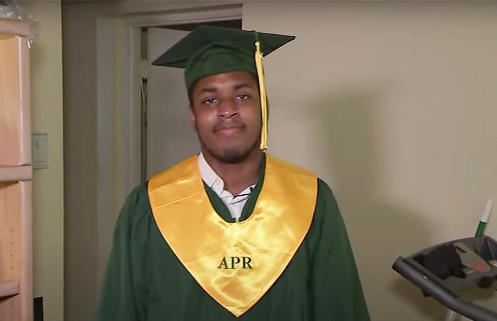Martin Folsom tốt nghiệp cấp 3 vào tháng 6. Ảnh: ABC13 HOUSTON.