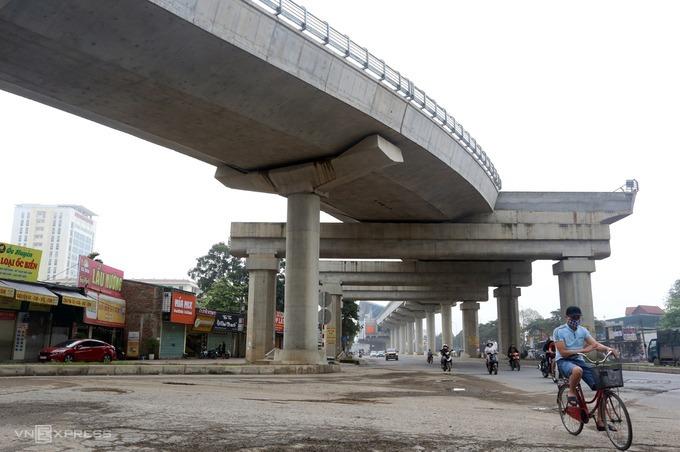 Hệ thống cầu cạn dài hơn 8km tuyến Metro đầu tiên ở thủ đô được hoàn thiện và tháo rào, phục vụ các phương tiện. Ảnh: Bá Đô