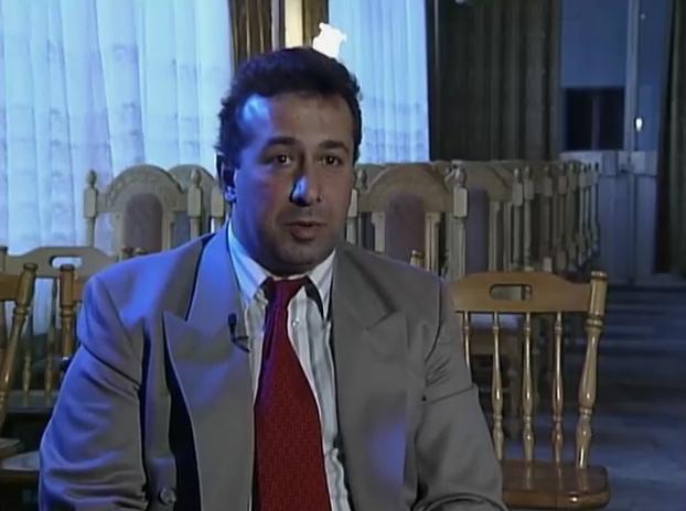 Eddie Makdessi trả lời phỏng vấn trong lúc trốn tại Nga. Ảnh: Filmrise.
