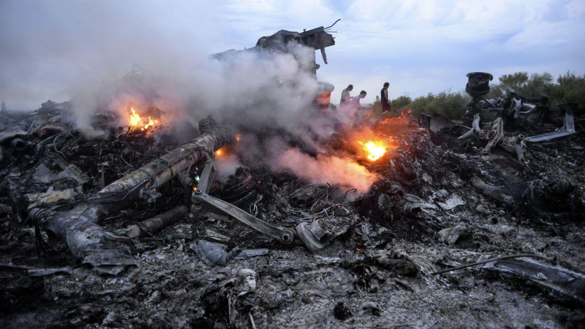 Hiện trường vụ bắn rơi máy bay MH17 tại miền đông Ukraine năm 2014. Ảnh: Reuters.