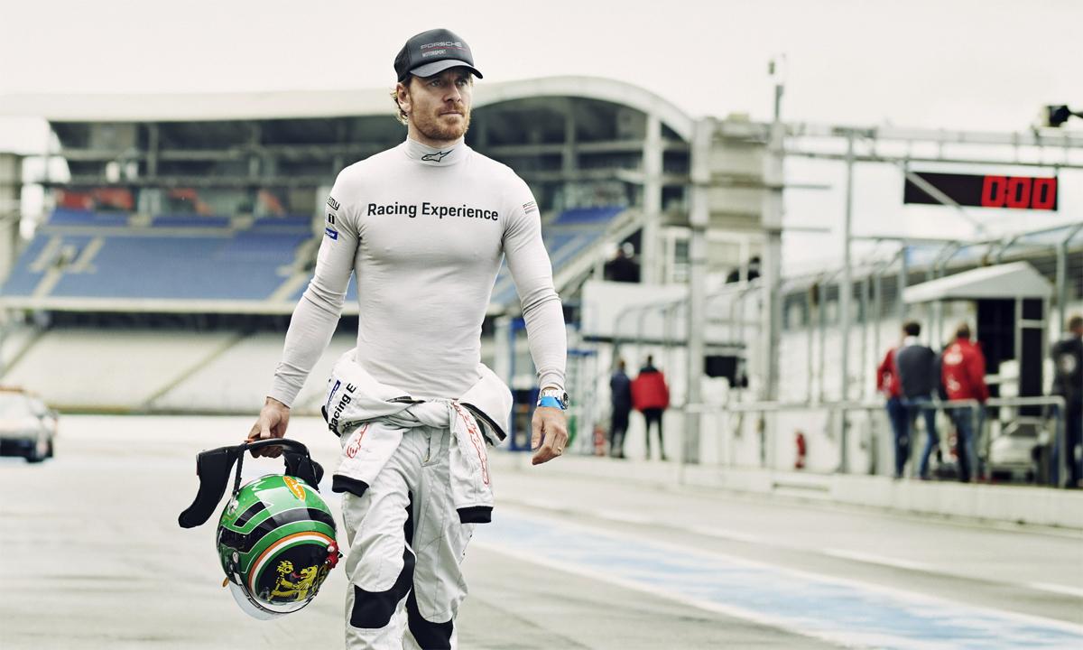 Fassbender tại một sự kiện đua xe. Ảnh: Porsche