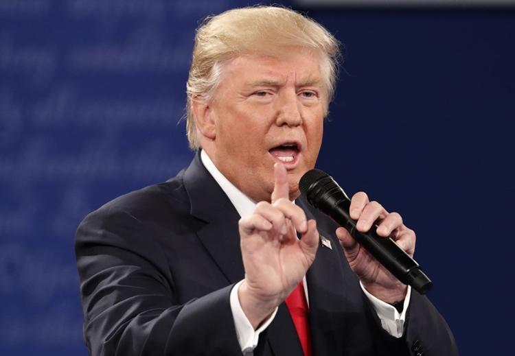 Trump tại cuộc tranh luận với Hillary Clinton ở Missouri St. Louis, Missouri ngày 9/10/2016. Ảnh: Reuters.