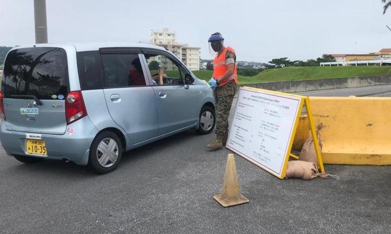 Điểm đo thân nhiệt ngoài căn cứ Foster trên đảo Okinawa hồi tháng 5. Ảnh: USMC.
