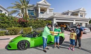 Giao xoài bằng siêu xe Lamborghini