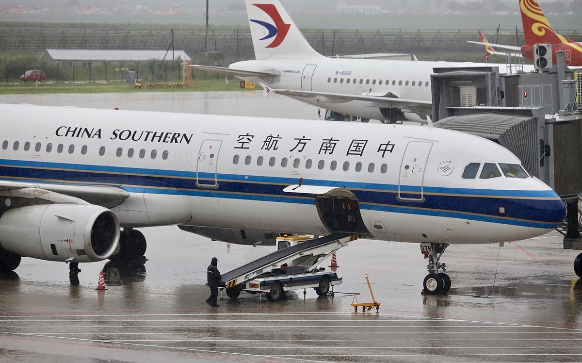 Máy bay của hãng China Southern Airlines đỗ ở sân bay Thượng Hải, Trung Quốc, tháng 7/2019. Ảnh: Reuters