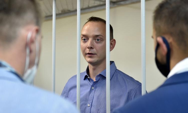 Ivan Safronov trong buồng giam tại Moskva, Nga, hôm 7/7. Ảnh: AFP.