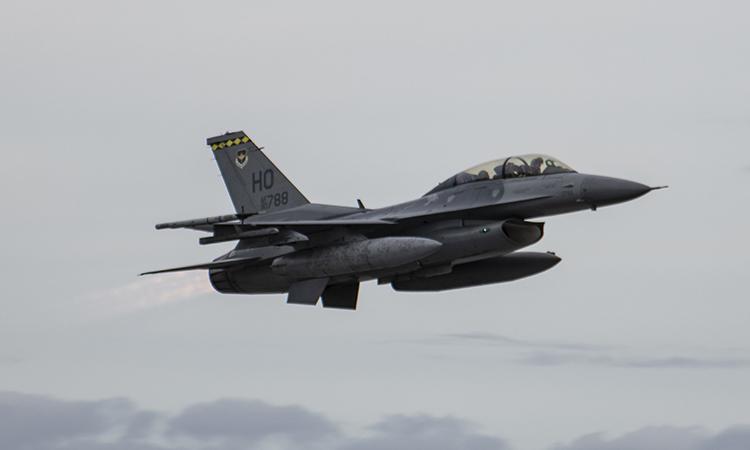 Tiêm kích F-16 Fighting Falcon cất cánh từ căn cứ không quân Holloman, bang New Mexico, ngày 4/2. Ảnh: USAF.