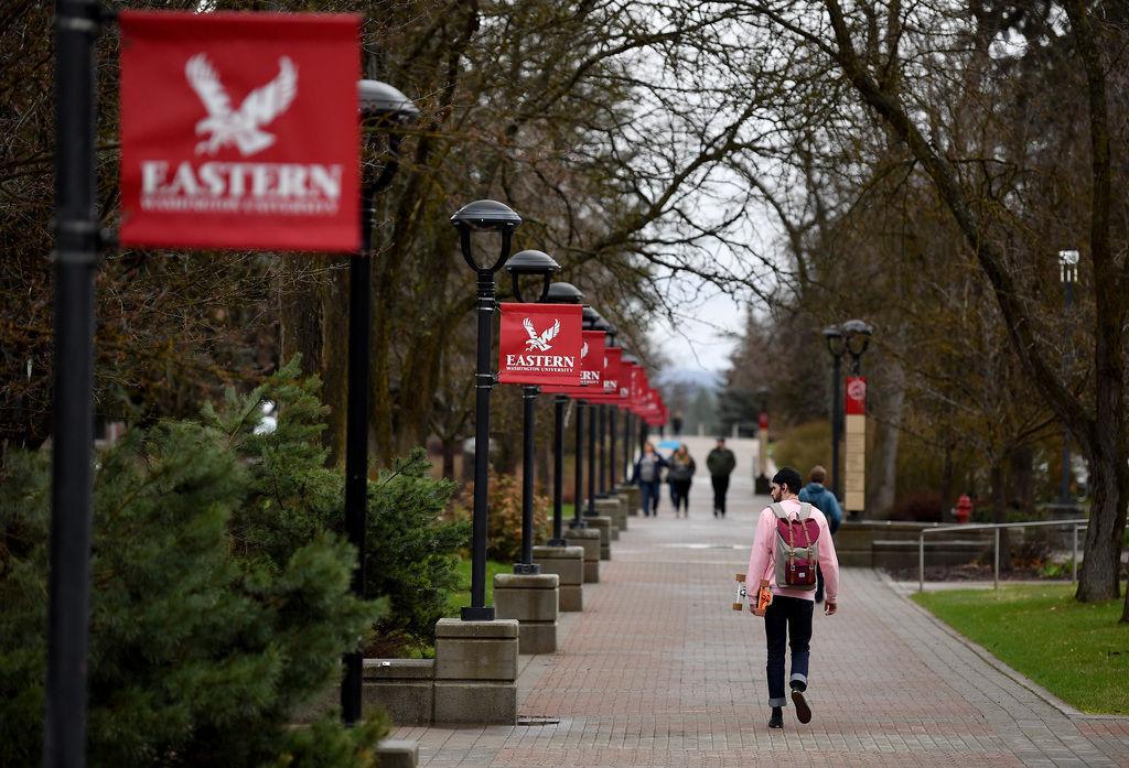 Sinh viên tại đại học Eastern Washington hồi tháng 4/2019. Ảnh: The Spokesman Review