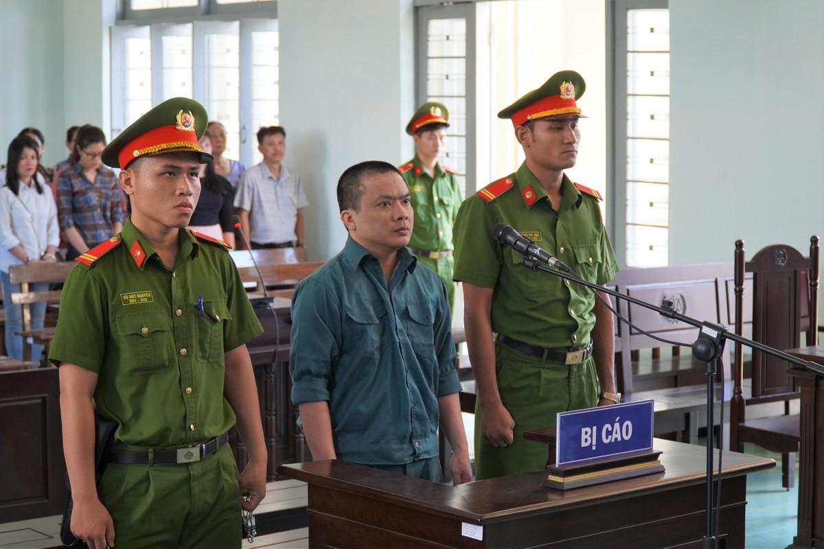 Bị cáo Nguyễn Duy Hiển trước tòa. Ảnh: Việt Quốc.