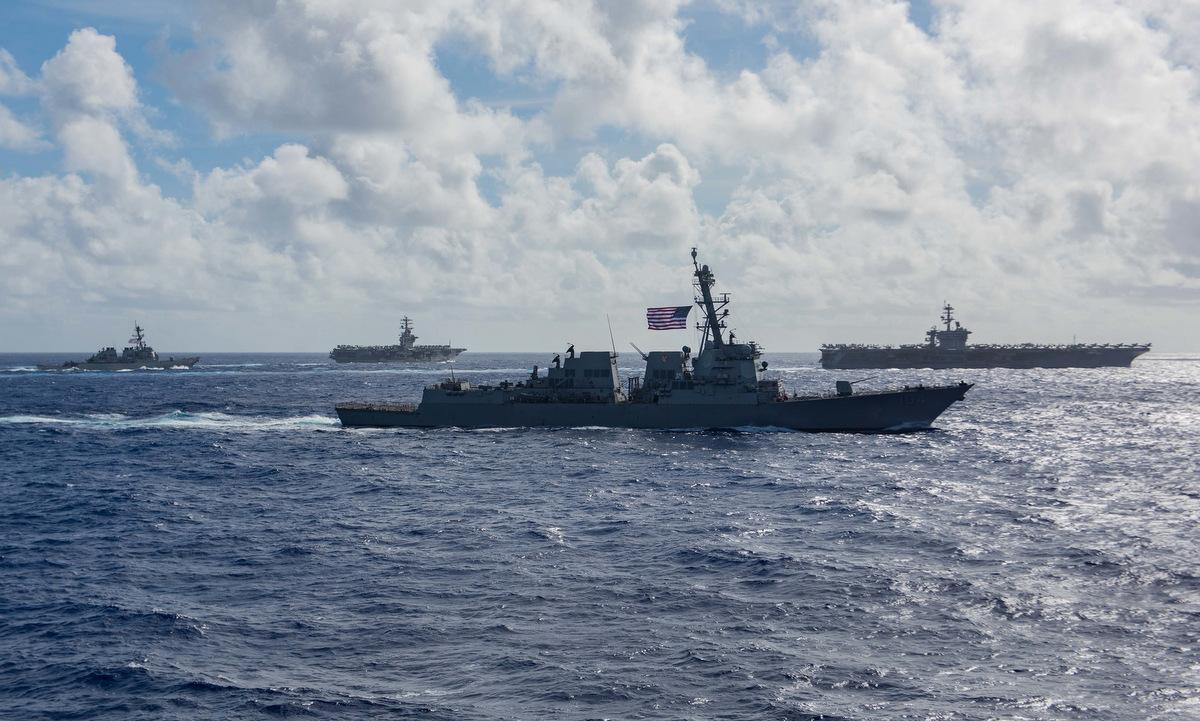 Hai nhóm tàu sân bay Mỹ diễn tập trên Biển Đông hôm 6/7. Ảnh: US Navy.