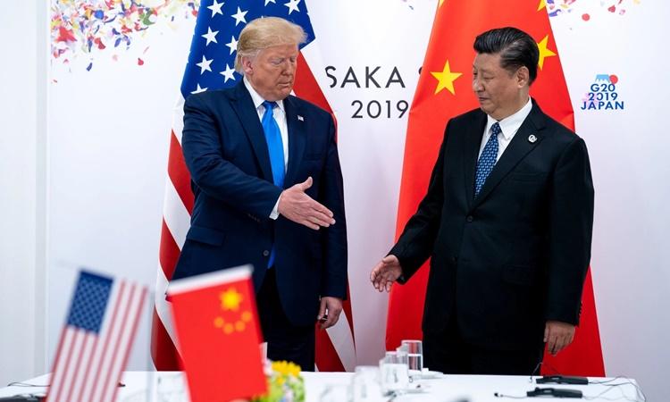 Tổng thống Mỹ Donald Trump (trái) và Chủ tịch Trung Quốc Tập Cận Bình tại cuộc gặp song phương bên lề hội nghị thượng đỉnh G20 ở Osaka, Nhật Bản, hồi năm ngoái. Ảnh: NYTimes.