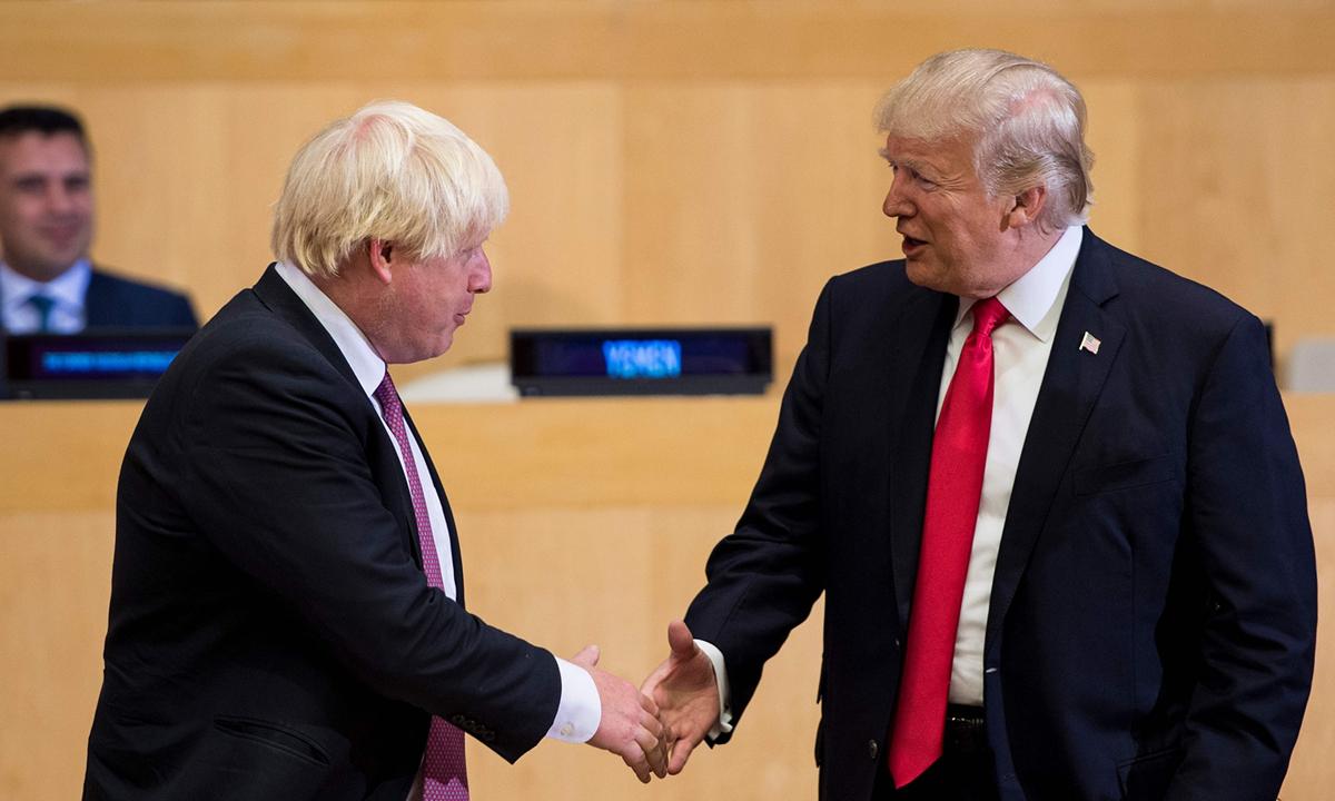 Tổng thống Mỹ Donald Trump (phải) và Thủ tướng Anh Boris Johnson tại Liên Hợp Quốc, hồi tháng 9/2017. Ảnh: AFP.