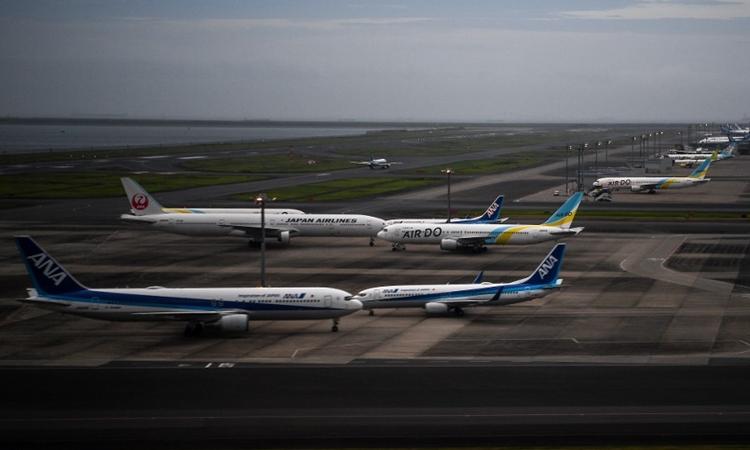 Máy bay trên đường băng sân bay Haneda, Nhật Bản ngày 11/7. Ảnh: AFP.