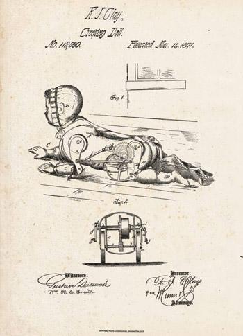 Khi vặn cót đồng hồ, búp bê di chuyển trên mặt đất bằng các bánh xe, trong khi bộ phận chân bắt chước chuyển động của một em bé đang bò.