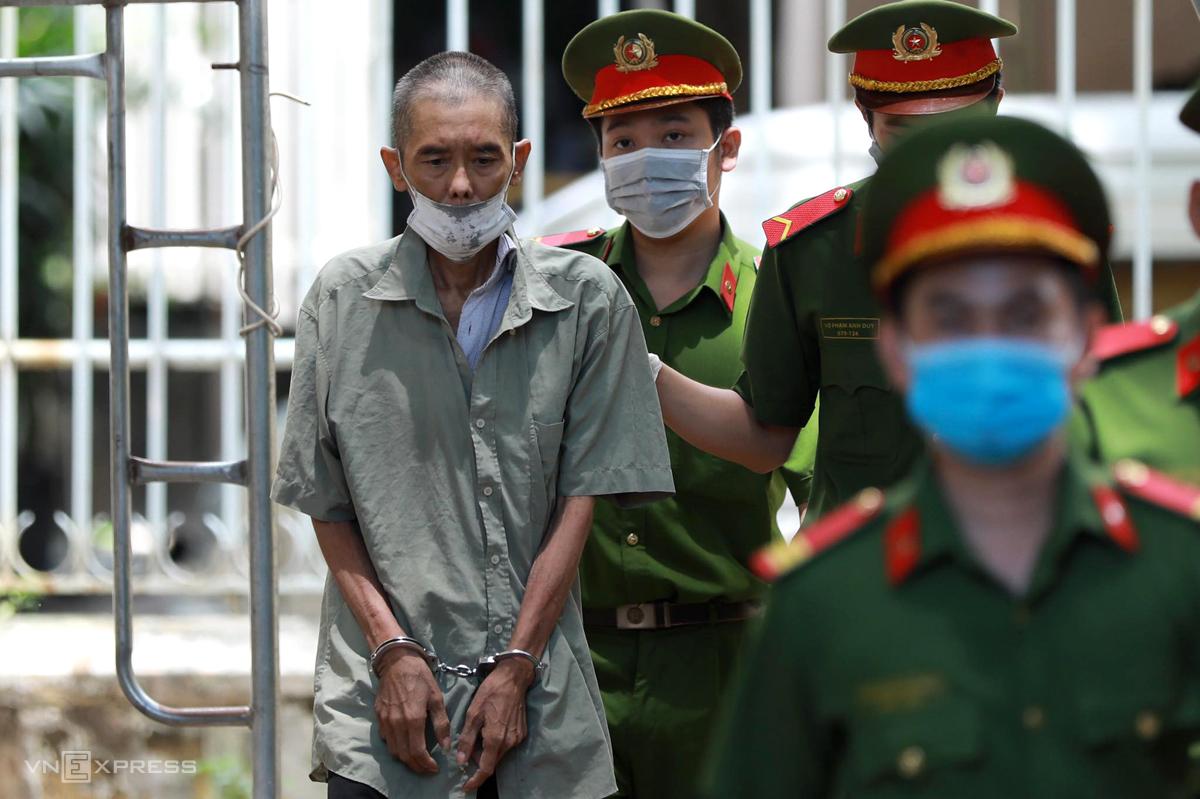 Nguyễn Đức Kỳ Nam bị dẫn giải đến tòa. Ảnh: Hữu Khoa.