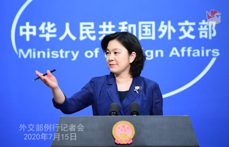 Phát ngôn viên Bộ Ngoại giao Trung Quốc Hoa Xuân Oánh tại buổi họp báo ở Bắc Kinh hôm 15/7. Ảnh: Bộ Ngoại giao Trung Quốc.