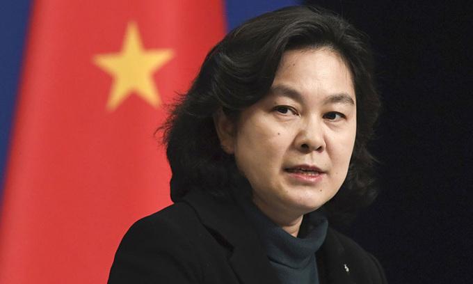 Người phát ngôn Bộ Ngoại giao Trung Quốc Hoa Xuân Oánh trong buổi họp báo tại Bắc Kinh hồi tháng 3. Ảnh: Kyodo News.